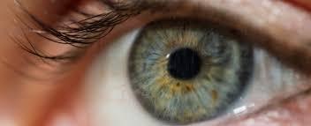 العلامات الأولى للالتهاب قرنية العين