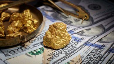 الدولار يهبط والذهب يصعد